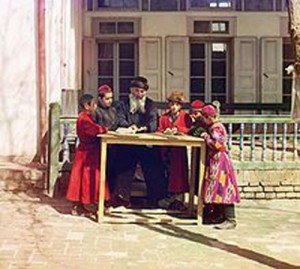 Ikats being worn by students in Samarkand in 1915. Photo by Sergei Mikhailovich Prokudin-Gorskii.